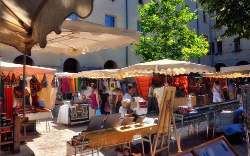 Barjac, de gezellige markt op vrijdagochtend